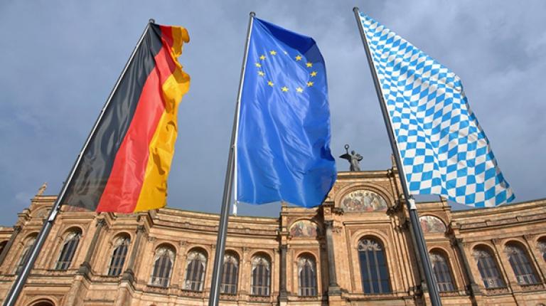 Bereits heute wird in Bayern über die erste und zweite Säule der EU-Agrarpolitik eine differenzierte und zielgenaue Förderung für alle landwirtschaftlichen Betriebe ermöglicht.
