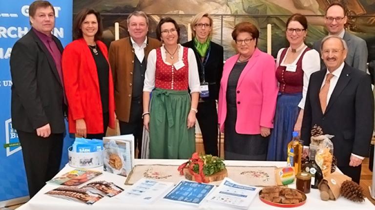 Oberbayerns Bäuerinnen und Bauern konnten bei ihrer Aktion im Landtag mit hochrangigen bayerischen Politikern wie unter anderem Landtagspräsidentin Barbara Stamm und Staatsministerin Ilse Aigner sprechen