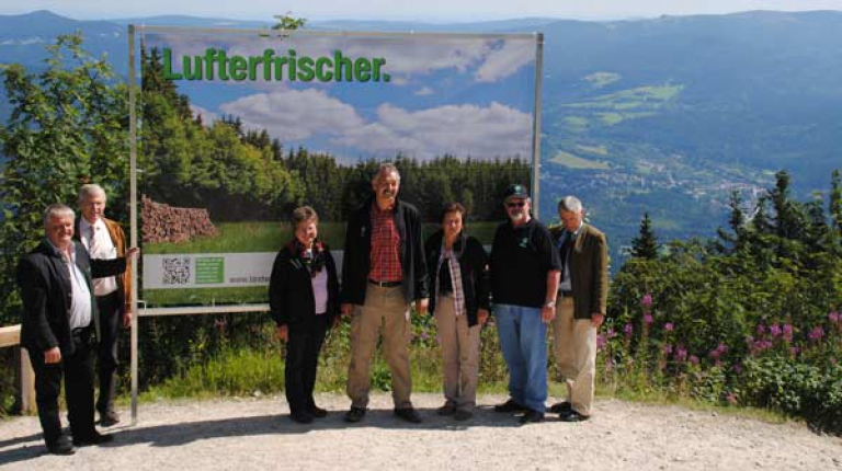 Höchste und luftigste Plakat-Präsentation Ostbayerns auf dem Großen Arber