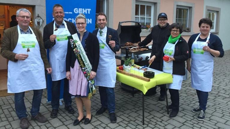 In Neustadt / Aisch bekam die Grillaktion Unterstützung durch die Zuckerrübenkönigin