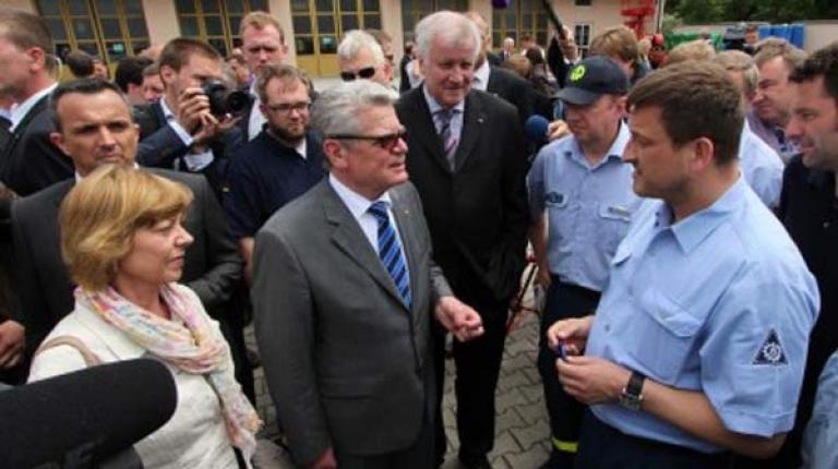 Bereits im Jahr 2013 besuchte Bundespräsident Joachim Gauck die vom Hochwasser betroffenen Regionen in Niederbayern.
