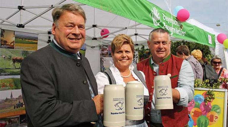 Landwirtschaftsminister Helmut Brunner, Landesbäuerin Anneliese Göller und Bauernpräsident Walter Heidl auf der Bauernmarktmeile 2016 in München.