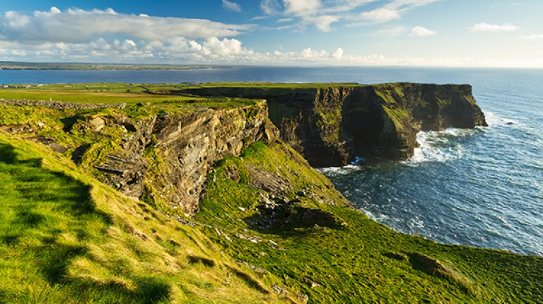 Die Cliffs of Moher sind eine der vielen Highlights auf der Irland-Rundreise