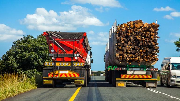 Wer gewerblich Güter für andere transportiert, muss die Vorschriften des Güterkraftverkehrsgesetzes beachten.