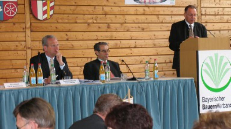 v.l. Generalsekretär Hans Müller, Ministerialdirigent Dr. Theo Weber, BBV-Präsident Gerd Sonnleitner,