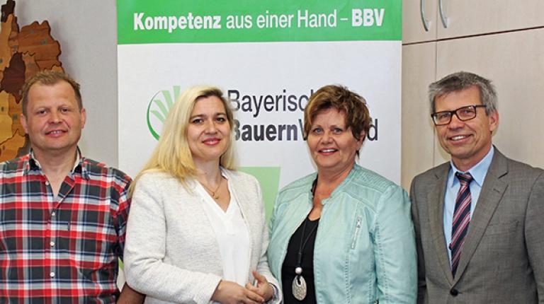 Im Gespräch: Kreisobmann Edgar Böhmer, Staatsministerin Melanie Huml, Landesbäuerin Anneliese Göller und Dieter Heberlein von der BBV-Bezirksgeschäftsstelle