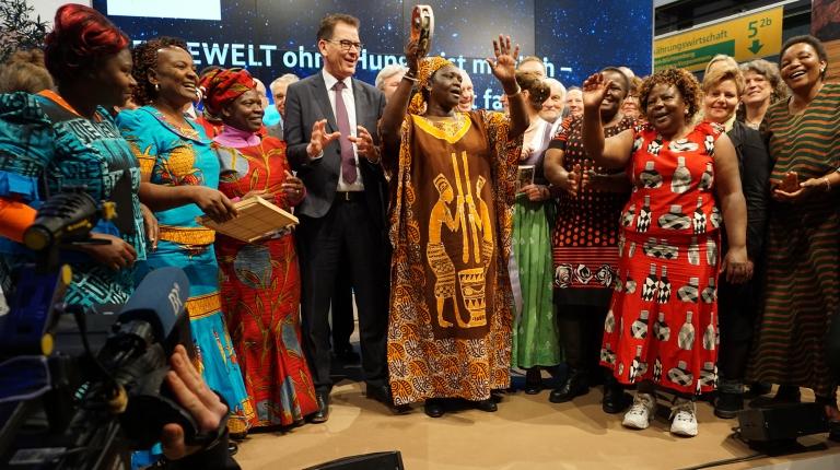 Auf der Internationalen Grünen Woche in Berlin stellten die bayerischen Landfrauen ihre Zusammenarbeit mit Bäuerinnen aus Kenia vor