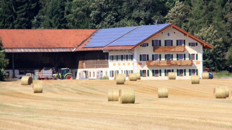 """Seit 12. April können wieder Förderanträge für das """"10.000-Häuser-Programm"""" der Bayerischen Staatsregierung gestellt werden."""