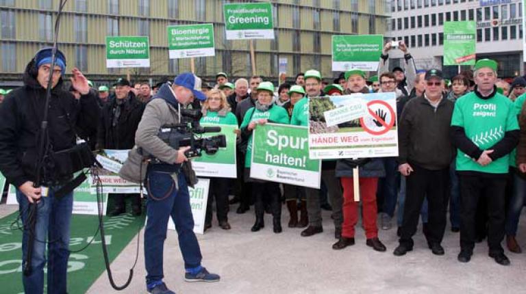 Während der Koalitionsverhandlungen hat der BBV politisch und öffentlich die Anliegen der bayerischen Bauernfamilien verdeutlicht, wie hier am Rande des CSU-Parteitags.