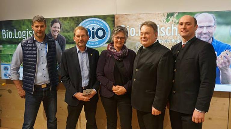 Alexander Böller (Geschäftsführer des Landesfachausschusses Öko-Landbau), Hans Meier (Vorsitzender des Landesfachausschusses für Öko-Landbau), Monika Mayer (Kreisbäuerin Oberallgäu), Landwirtschaftsminister Helmut Brunner und BBV-Umweltpräsident Alfred Enderle.