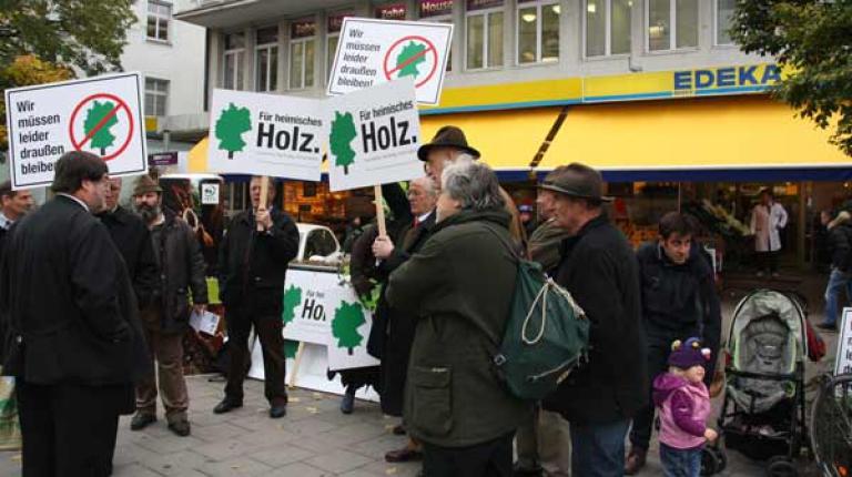 """Zentrale Auftaktveranstaltung der Aktion """"Für heimisches Holz"""" in München."""