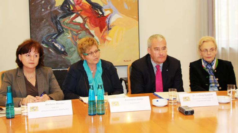 (v.l.) MdB Marlene Mortler, Landesbäuerin Anneliese Göller, Kultusminister Dr. Ludwig Spaenle, MdL Annemarie Biechl auf einem gemeinsamen Pressegespräch.