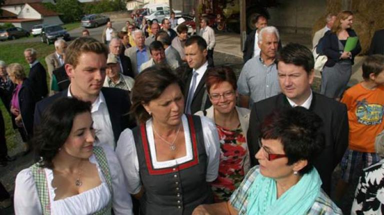 Beim Besuch auf dem Betrieb der Familie Vogler in Neuwirtshaus sagte Bundeslandwirtschaftsministerin Aigner am Dienstag: