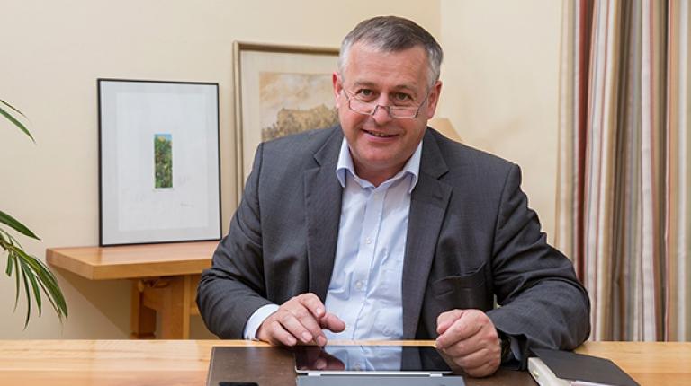 Bauernpräsident Walter Heidl fordert eine verlässlich funktionierende und vor allem schnelle Internet- und Mobilfunkversorgung in Bayern.