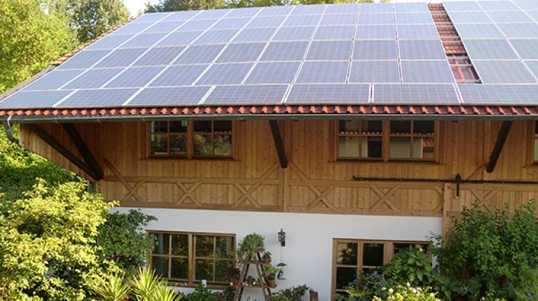 """Mit fast 500.000 Photovoltaikanlagen ist Bayern das das """"Sonnenland"""" Nummer 1."""