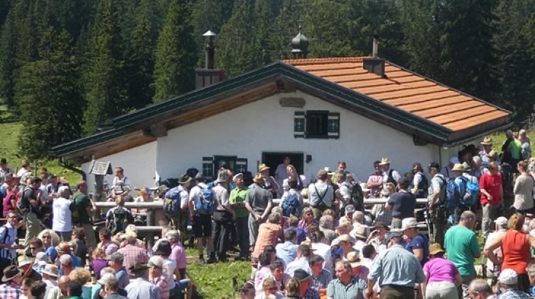 Großer Andrang bei der Almbegehung des Almwirtschaftlichen Vereins Oberbayern