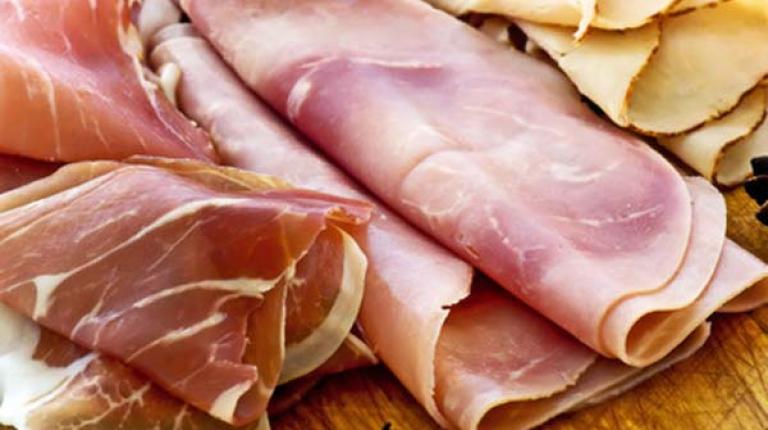 Zu einer ausgewogenen Ernährung gehört Fleisch und Wurst dazu.
