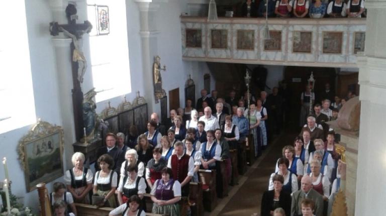 Bei dem Festgottesdienst trugen die Chöre wesentlich zur Gestaltung bei.