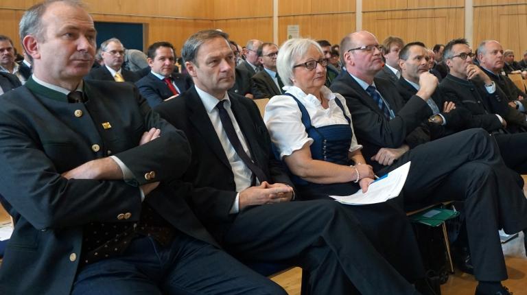 Aufmerksam hörten die Delegierten den Reden u. a. von Bauernpräsident Heidl zu.