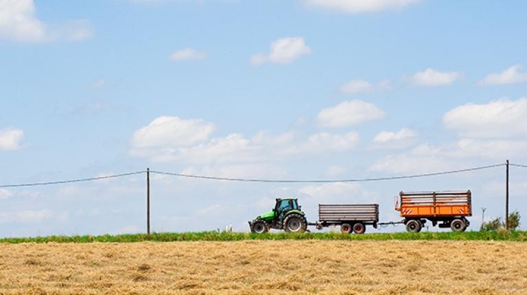 Das Bundesverkehrsministerium will eine neue Regelung für land- und forstwirtschaftliche Fahrzeuge mit 40 km/h Höchstgeschwindigkeit erarbeiten