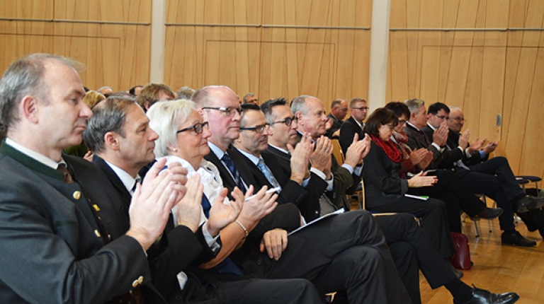 Bei der Landesversammlung beraten und entscheiden rund 300 Delegierte aus den Kreis- und Bezirksverbänden über die Grundsätze und Schwerpunkte des Verbandes - außerdem nehmen zahlreiche prominente Gäste teil.