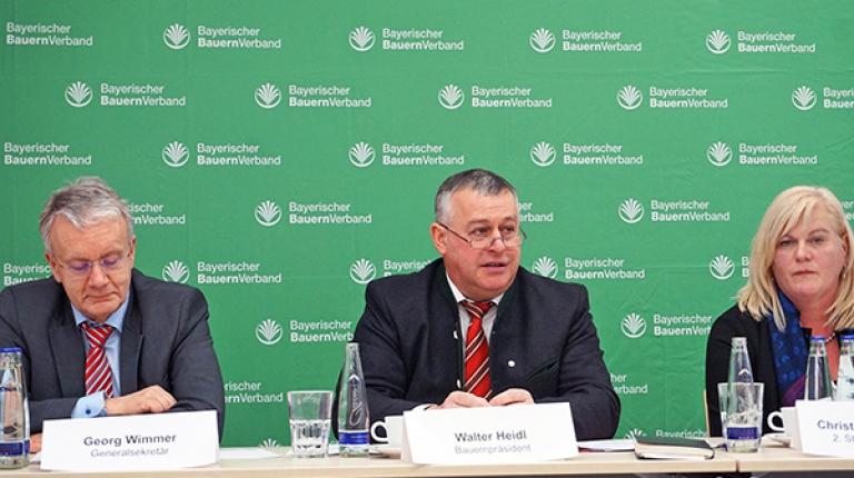 Von links nach rechts: BBV-Generalsekretär Georg Wimmer, BBV-Präsident Walter Heidl und die 2. stellvertretende Landesbäuerin Christine Reitelshöfer