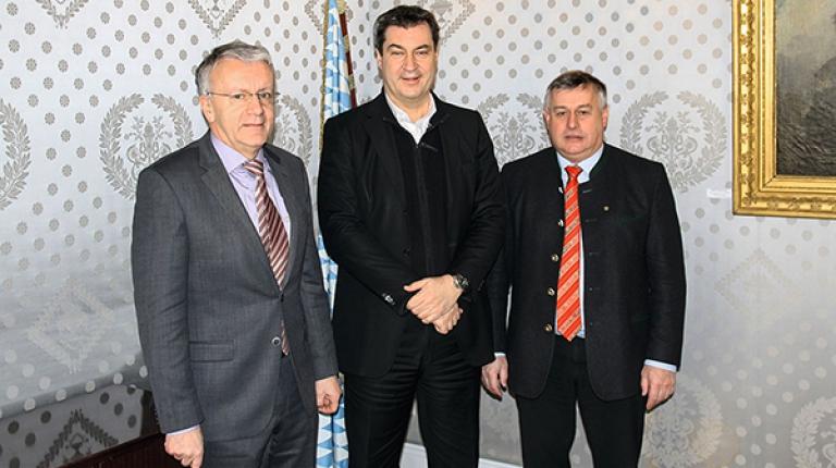 Im Gespräch (von links): BBV-Generalsekretär Georg Wimmer, Bayerns neuer Ministerpräsident Markus Söder, Bauernpräsident Walter Heidl