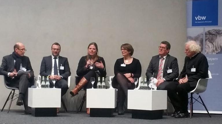Wie sieht die Digitalisierung in der Landwirtschaft aus? Vertreter des vbw Zukunftsrates und des BBV diskutierten am 8. Dezember 2017 in Lauingen.
