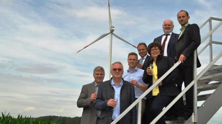 Ein Schritt in Richtung Energiewende: Stephan Schinko, Otmar Lorey, Christian Wilms, Franz Stemmer, Renate Ixmeier, Josef Wiedemann Markus Oßner (v.l.n.r.).