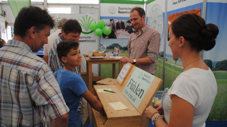 Als Aussteller auf dem Karpfhamer Fest mit der Rottal-Schau bietet der BBV viele interessante Einblicke in die Landwirtschaft.