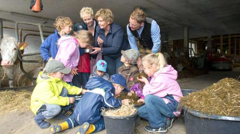 Die Landfrauen laden in diesem Jahr 48.000 Kinder zum Kindertag auf bayerische Höfe ein.