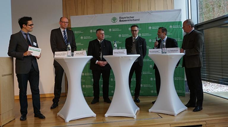 Führende Vertreter von Deutschem und Bayerischem Bauernverband, Österreichischem und Südtiroler Bauernbund sowie Schweizer Bauernverband diskutierten auf der Landesversammlung in Herrsching.