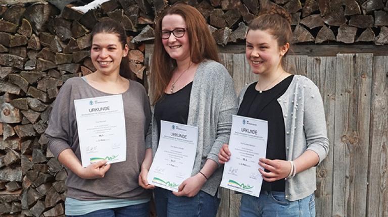 Die Siegerinnen Hauswirtschaft von links nach rechts: Rita Nieß (2. Platz), Regina Lindlmeier (1. Platz), Eva Maria Hausmann (3. Platz)
