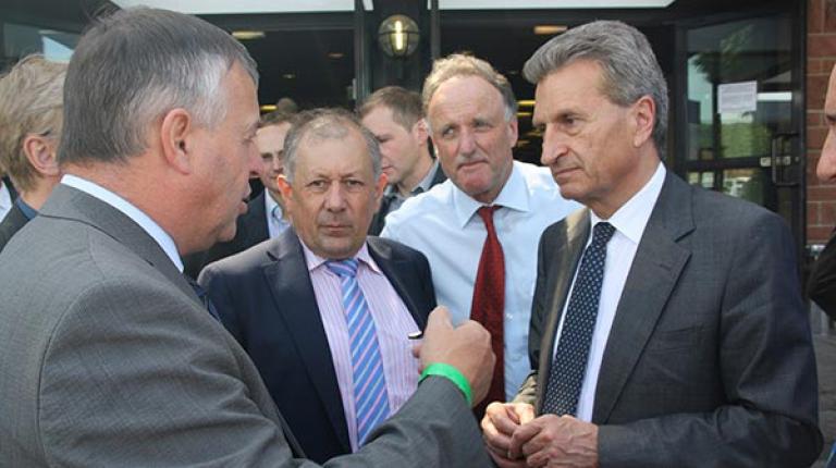 BBV-Präsident Walter Heidl im Gespräch mit EU-Kommissar Günther Oettinger.