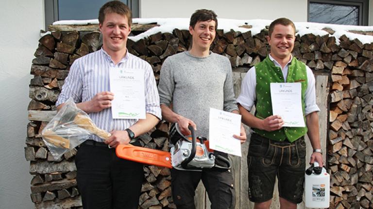 Die Sieger aus der Forstwirtschaft von links nach rechts: Michael Kraus (3. Platz), Peter Männer (1. Platz), Jonas Weigand (2. Platz)