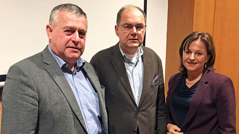 Vor den entscheidenden Gesprächen haben sich Bauernpräsident Walter Heidl, Bundeslandwirtschaftsminister Christian Schmidt und CSU-Agrarexpertin Marlene Mortler in Nürnberg getroffen.