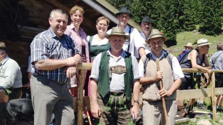 Bei der Hauptalmbegehung unterstrich Bauernpräsident Heidl (l.) die Bedeutung der Berglandwirte.