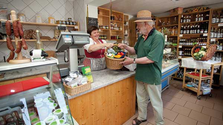Bayerische Familienbetriebe setzen sich für nachhaltiges Wirtschaften und regionale Produkte ein.