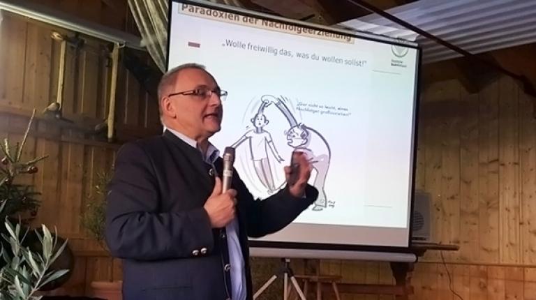 Isidor Schelle, Projektleiter für Sozial- und Generationennachfolgeberatung im Bayerischen Bauernverband, spricht über die rechtzeitige Vorsorge