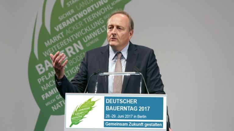 Am Vortag des Deutschen Bauerntages wird DBV-Präsident Joachim Rukwied in einer Pressekonferenz die Ziele und Inhalte des Bauerntages erläutern.