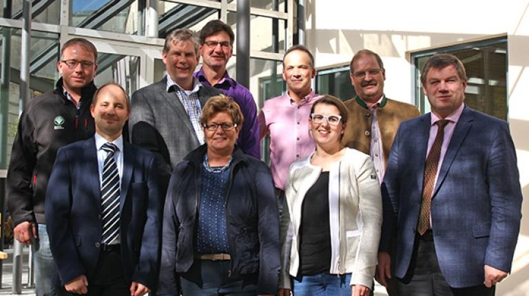 Die Mitglieder des neuen Landesfachausschuss Steuerfragen mit dem Vorsitzenden Anton Kreitmair (erste Reihe rechts) und seinem Stellvertreter Robert Ort (Reihe hinten, 3. von links)