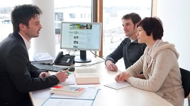 Die Fachberaterinnen und Fachberater an Ihrer BBV-Geschäftsstelle helfen Ihnen gerne bei Testament, Patienten- und Betreuungsverfügung und in vielen weiteren Fragen zur Vorsorge