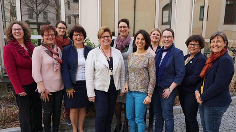 Gutachterin Kathrin Oeder (5. von rechts) mit dem Landfrauen-Landesvorstand
