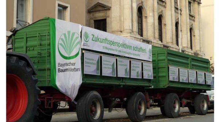 Bei der Sonder-Agrarministerkonferenz zeigte der BBV mit 10 Wegmarken auf, wie zukunftsfähige Rahmenbedingungen für die Arbeit von rund 112.000 Betrieben in Bayern aussehen sollen.