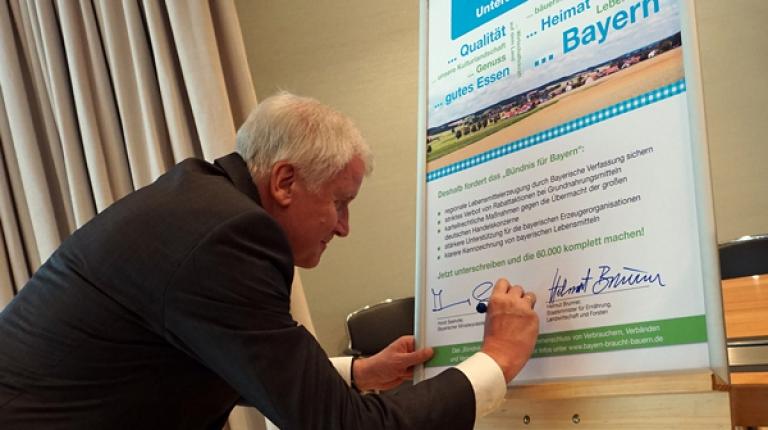 Ministerpräsident Horst Seehofer unterstützt mit seiner Unterschrift die Forderung