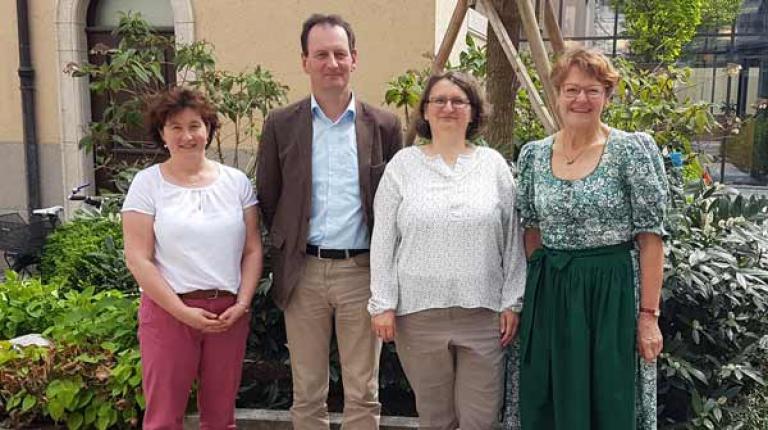Im Rahmen der Gründungsversammlung sind nun folgende Personen im Vorstand: Anni Hindelang, Wolfgang Scholz, Michaela Weiß und Dr. Viktoria Lofner-Meir (v.l.).